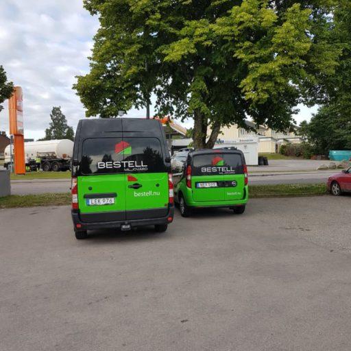 Två av våra bilar